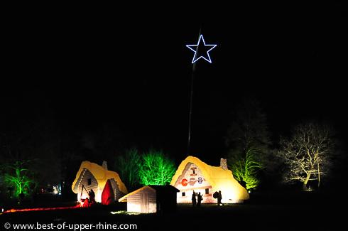 Village des Gaulois. Ils craignaient que l'étoile de NOêl ne leur tombe sur la tête. Sentiers de Noël, Osthouse, Alsace.