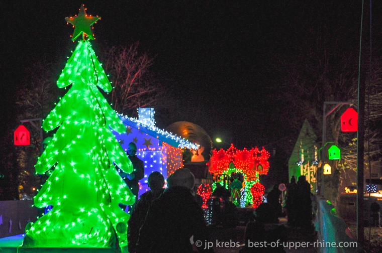 La parade de lumière. Sentiers de Noël à Osthouse en Alsace