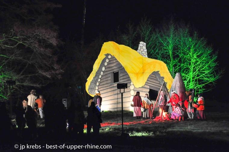 Village des Gaulois. Ils craignaient que l'étoile de Noël ne leur tombe sur la tête. Sentiers de Noël, Osthouse, Alsace.