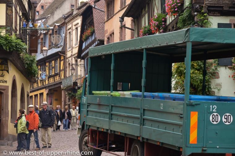 Rue principale de Riquewihr à la période des vendanges