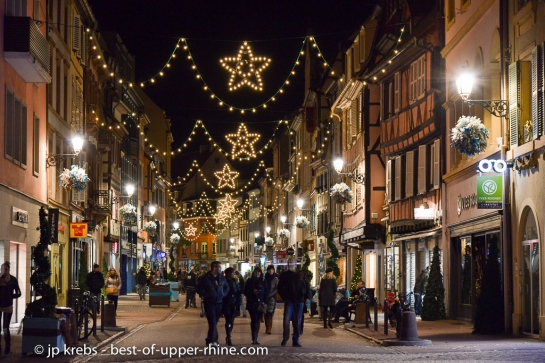 Shopping à Colmar, en zone piétonne. Colmar est une ville très commerçante qui saura satisfaire les accrocs du shopping et ceux qui sont à la recherche d'un cadeau original..