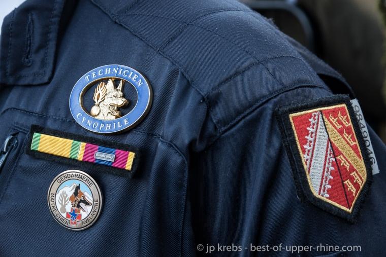 maître-chien de la gendarmerie spécialisé dans le secours en montagne