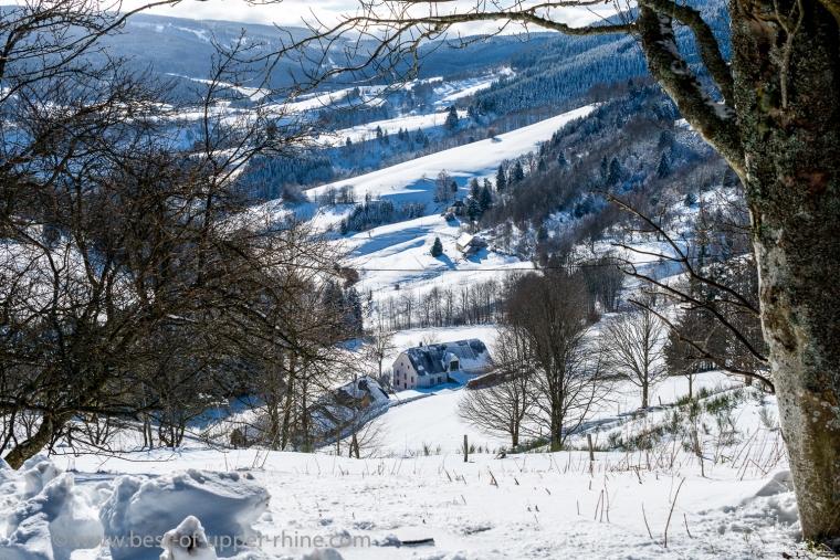 Vue vers le col du Bonhomme depuis le col des Bagenelles.