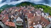 Du haut de la tour des Bouchers à Ribeauvillé, présentation des terroirs des grands crus Kirchberg, Geisberg et Osterberg.