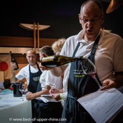 Les vignerons dont les vins étaient présentés à la fête étaient sur tous les fronts, ravis de faire déguster et de commenter leurs vins.