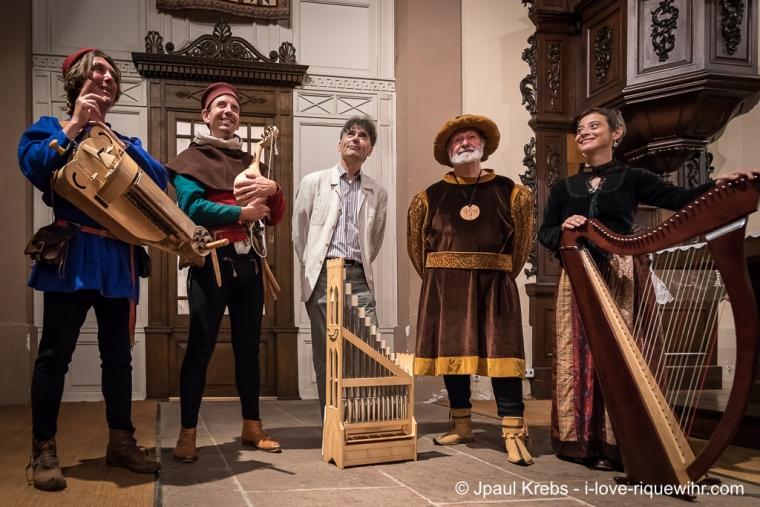 Ils nous ont fait passer une superbe soirée, merci à eux : de gauche à droite, l'ensemble Hauwoy, Hubert Heller, organiste titulaire des orgues de la Collégiale St-Martin de Colmar; Daniel Ehret, guide conférencier national; Marie-Madeleine Sigwart, professeur de harpe.